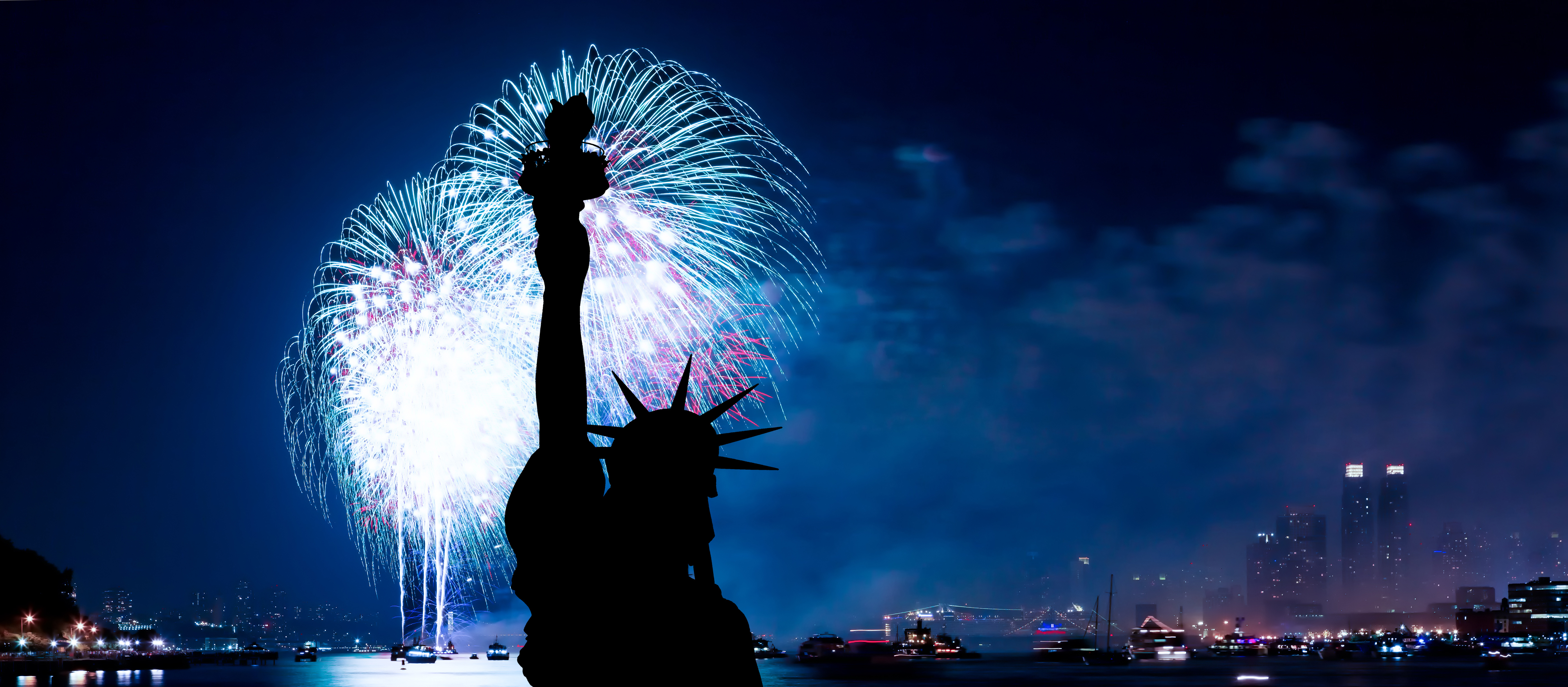 The Statue Of Liberty And July 4th Firework Sky Room Nyc